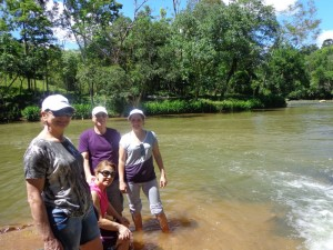 E caminhamos até o rio...