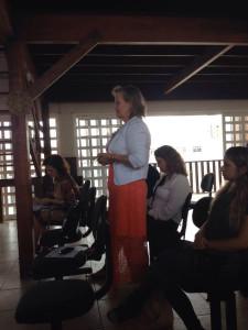 Companheira Sônia detalhando o projeto VENCER